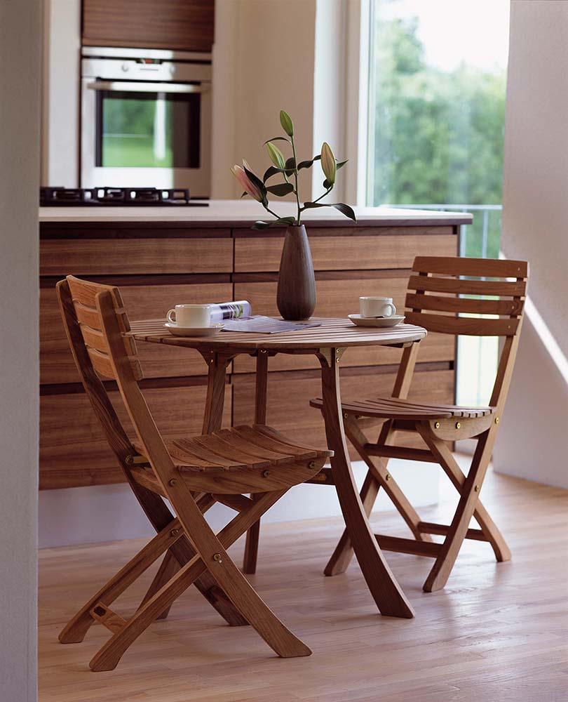 Vendia cafégrupp i teak med två stolar och ett bord.