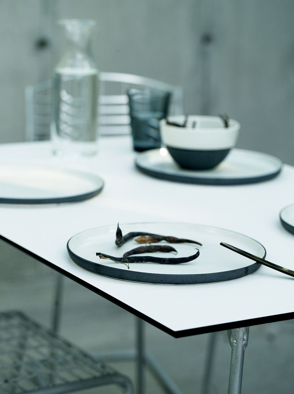 Detaljbild på High-tech bordsskiva från Grythyttan Stålmöbler.