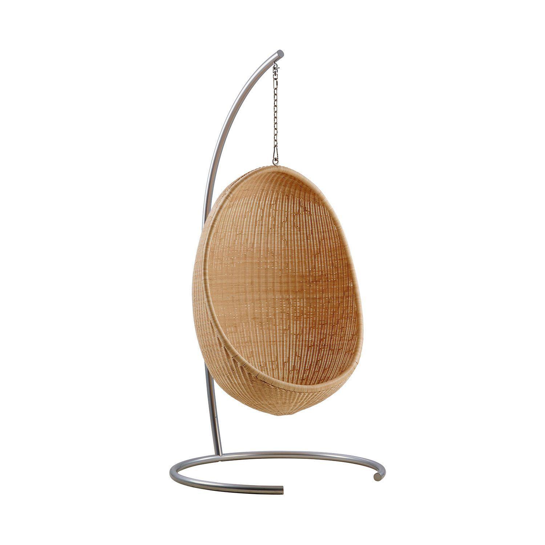 The Handing Egg Chair med tillhörande stativ.