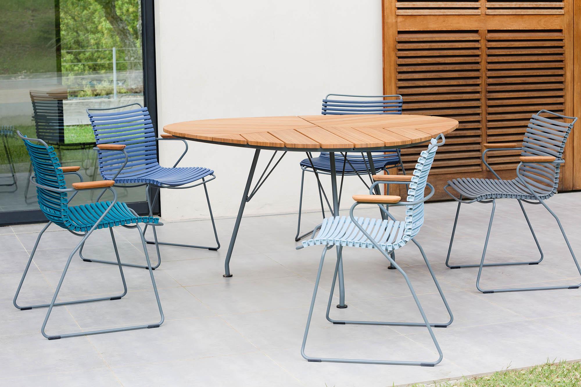 Leaf matbord från Houe i bambu med Click karmstolar.