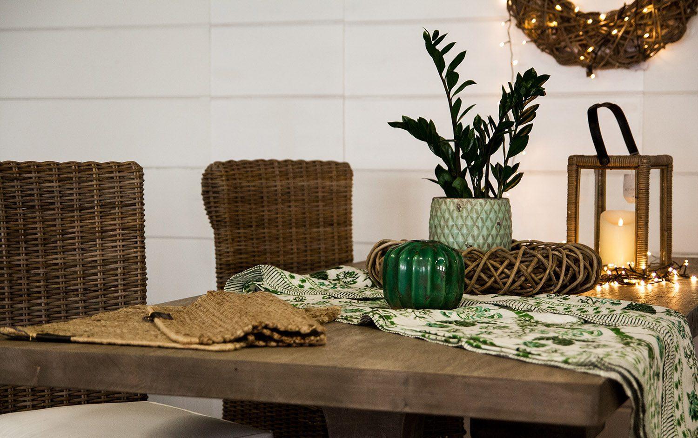 Luminara-ljus placerat på ett matbord i en miljöbild.