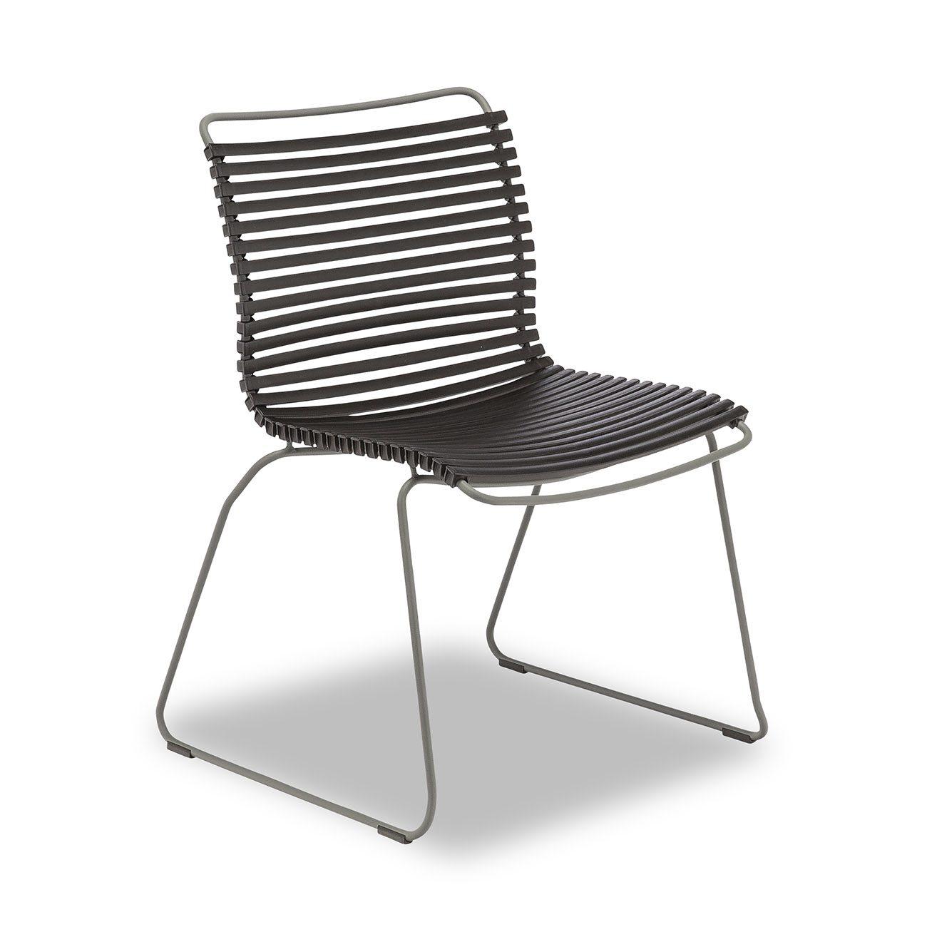 Från Houe kommer denna matstol i svart.