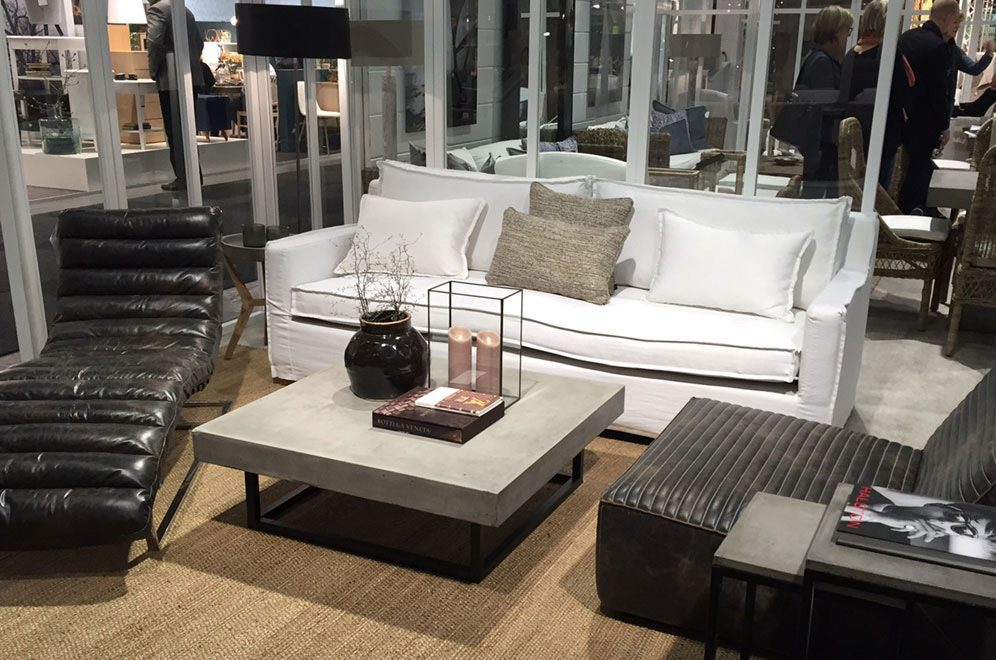 Milford soffa i vitt med Kendo soffbord, Oviedo vilstol och Farniente fåtölj.