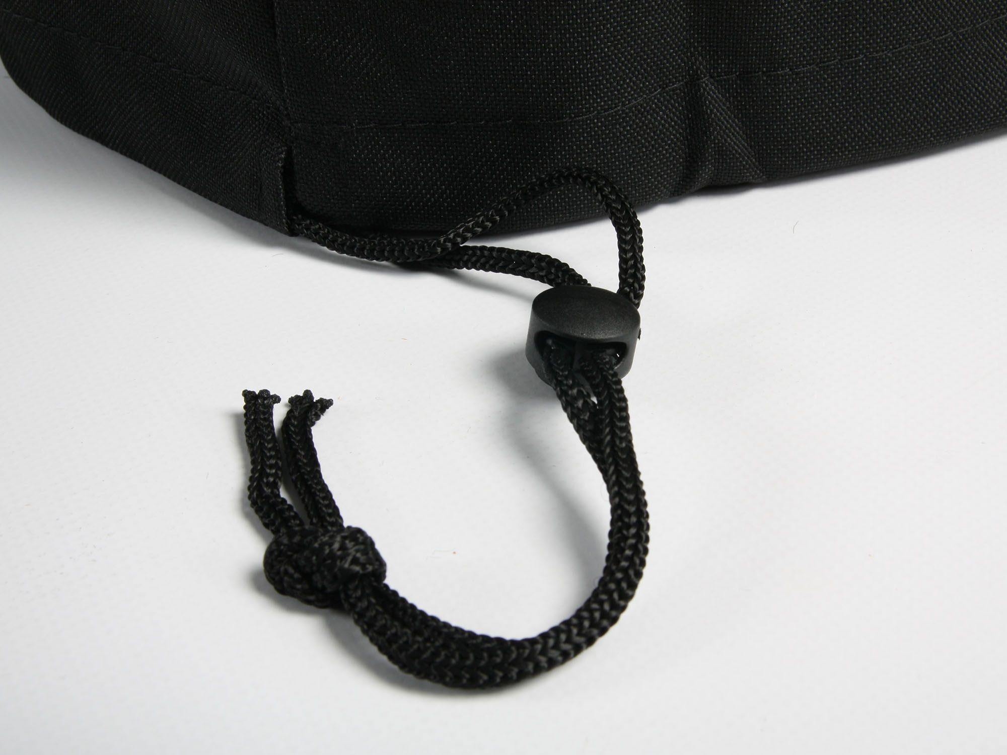 Detalbild på dragspännena till Cane-Lines möbelskydd.