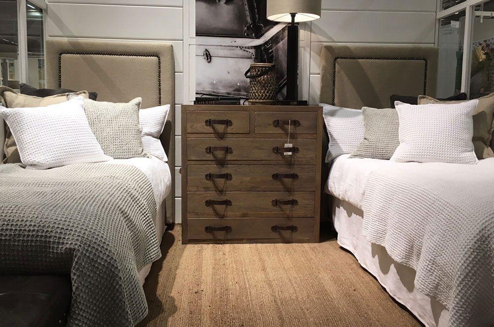Paris sänggavlar från Artwood i bredden 90 cm.