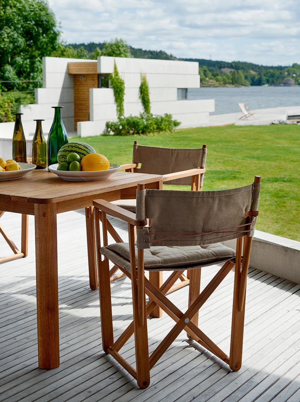 Kryss matstol i Canvas med Korsö matbord i teak.