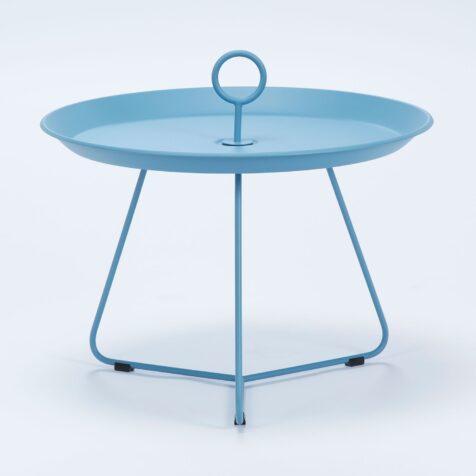 Eyelet sidobord i blålackerat stål med diametern 60 cm.