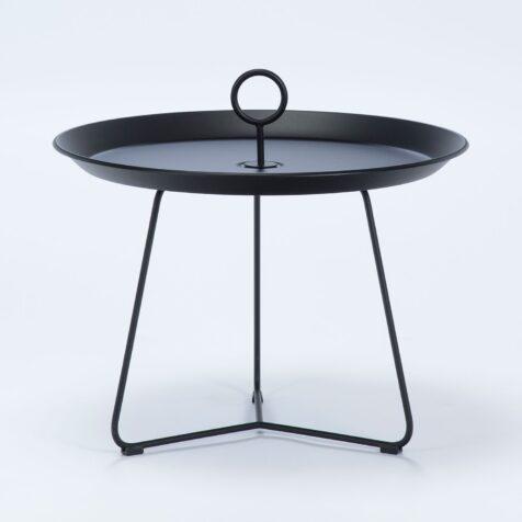 Eyelet sidobord i svartlackerat stål med diametern 60 cm.