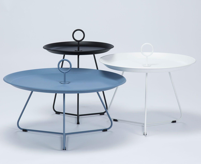 Eyelet sidobord i tre olika storlekar, här i svart, vitt och blått.