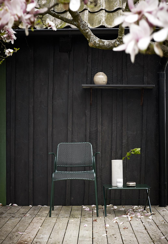 Mira karmstol med bow bord i skogsgrönt.