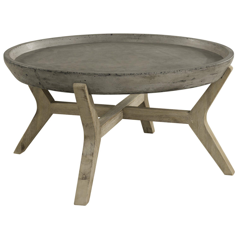 Tonga soffbord i betong med diameter 85 cm.
