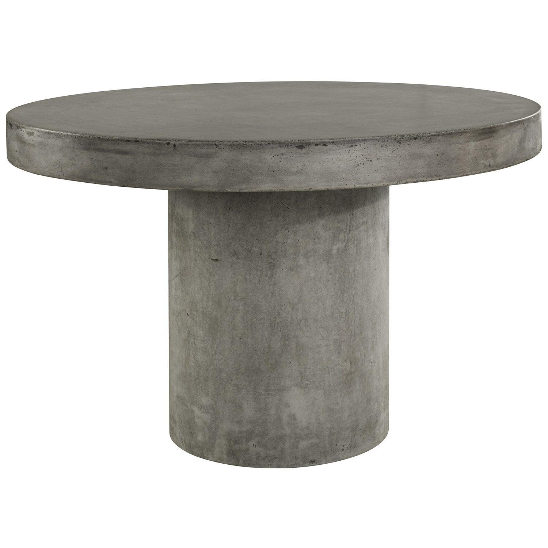 Regent bord i lättbetong med diametern 120 cm.