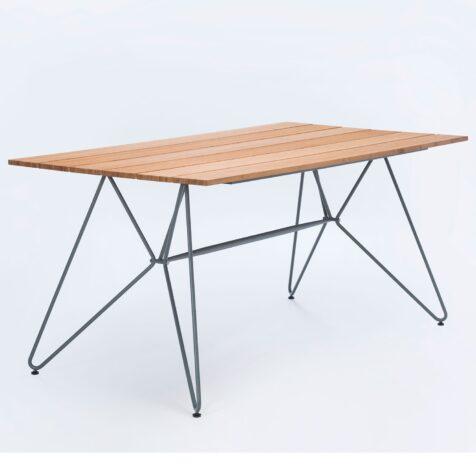 Sketch bord i storleken 160x88 cm i bambu och stål.