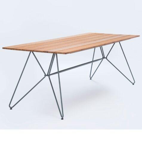 Sketch bord med storleken 220x88 cm i bambu.