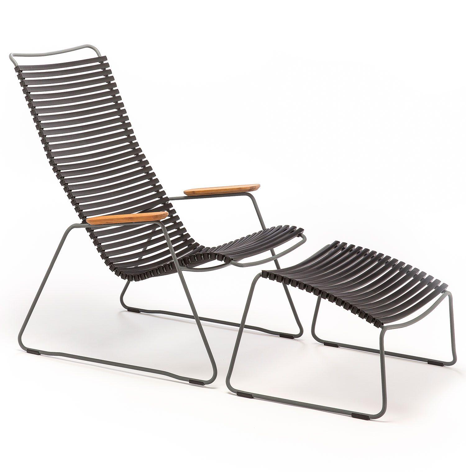 Click loungechair med svarta plastlameller med tillhörande fotpall från Houe.