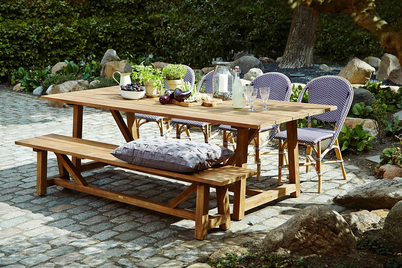 Sofie caféstol i lila tillsammans med George matbord och George bänk.