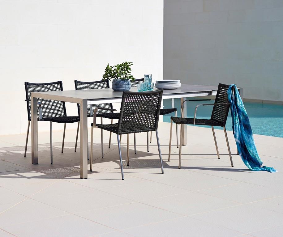 Share bord tillsammans med Straw stolar från Cane-line.