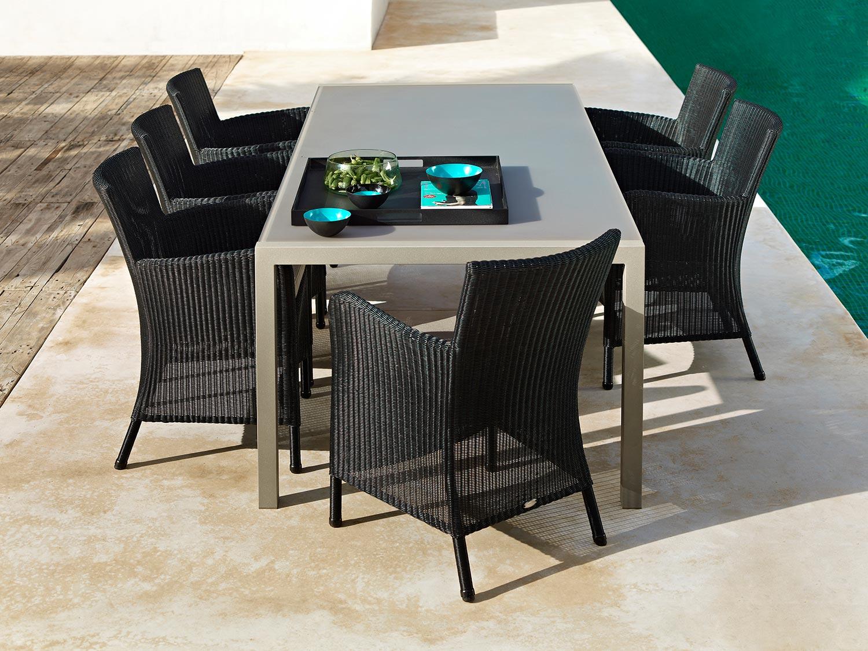 Share bord tillsammans med Hampton stolar från Cane-line.