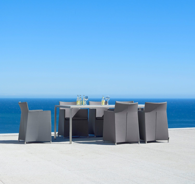 Pure matbord tillsammans med Diamond matstol från Cane-line.