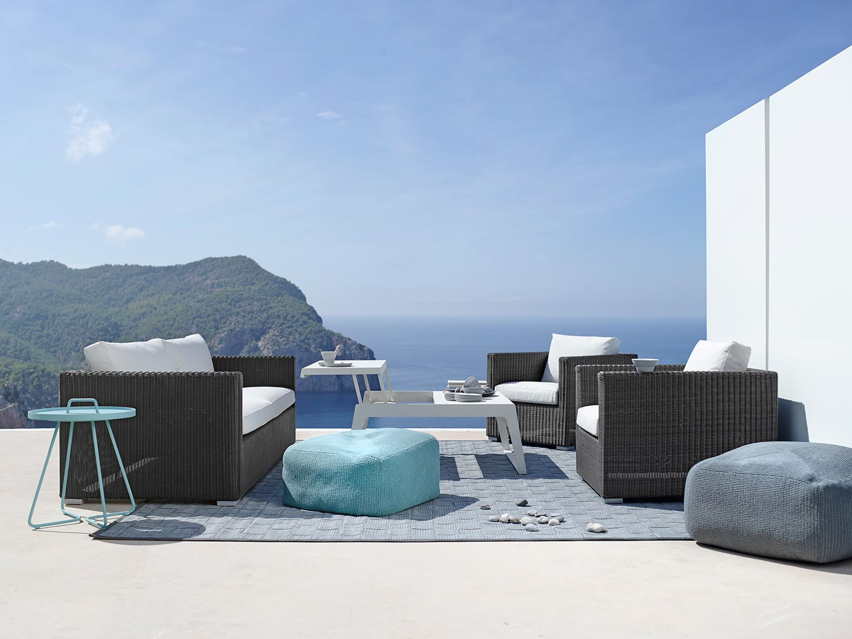 Chill-Out soffbord i vitlackad aluminium.