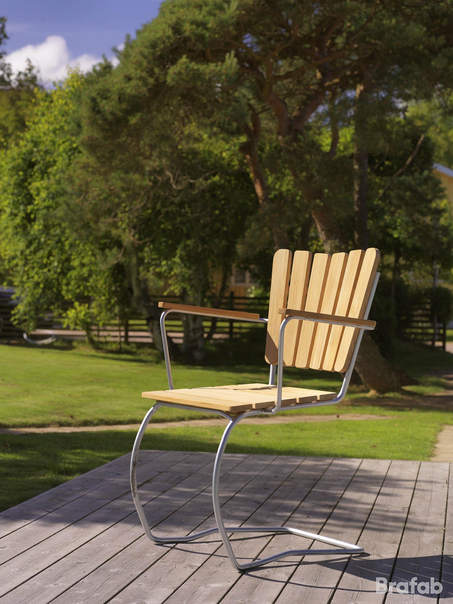 Miljöbild på 56:an stol i teak från Brafab.
