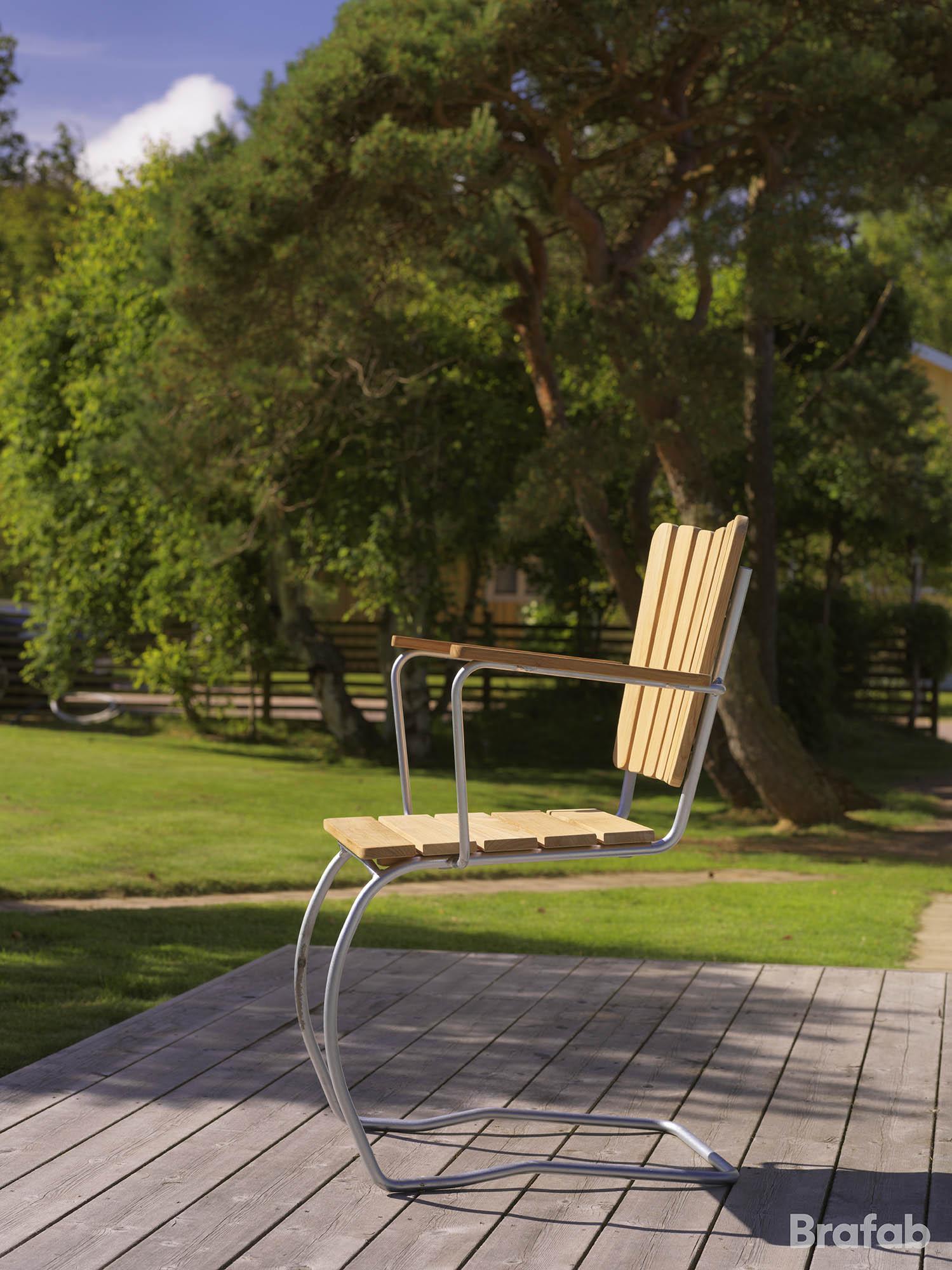Miljöbild på 56:an stol i teak.