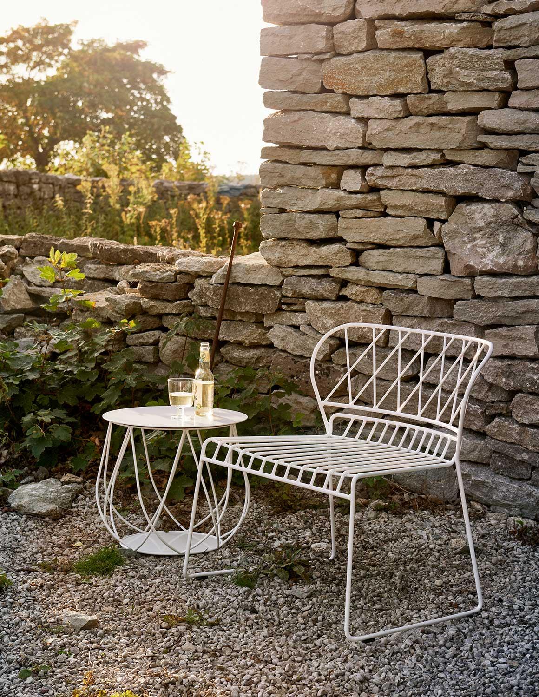 Resö loungebord och loungefåtölj i vitt från Skargaarden.