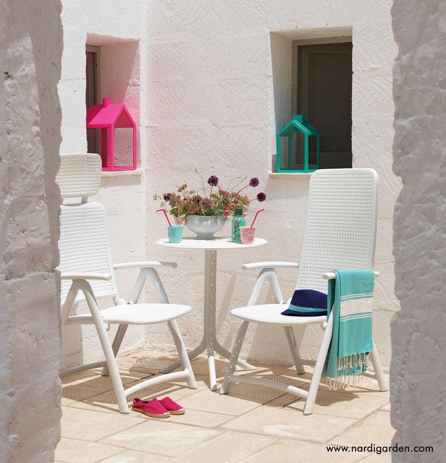 Darsena positionsstol i vitt med Step cafebord i vitt.