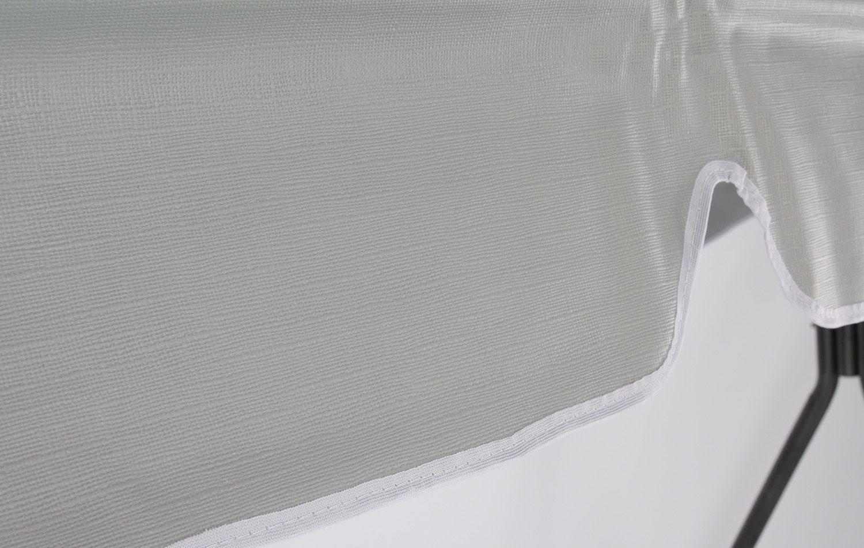 Detaljbild på hammocktak i silverfärgad PVC-plast med vit kant.
