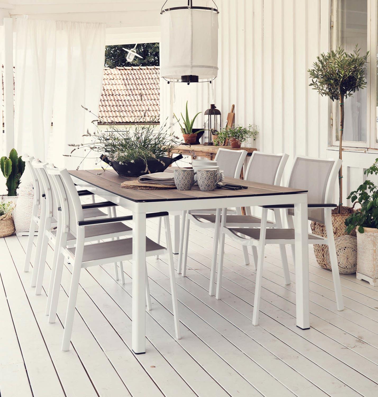 Rodex matbord tillsammans med Scilla karmstol.