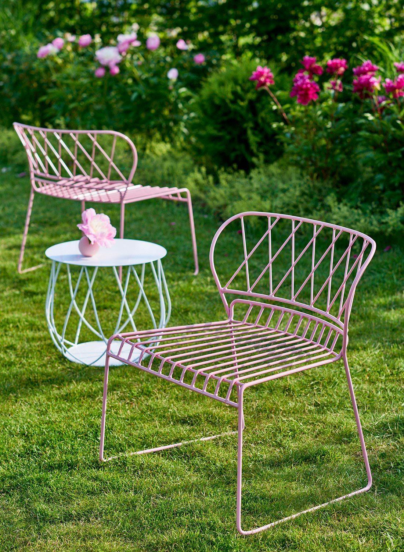 Resö loungefåtöljer i rosa med sidobord i vitt från Skargaarden.