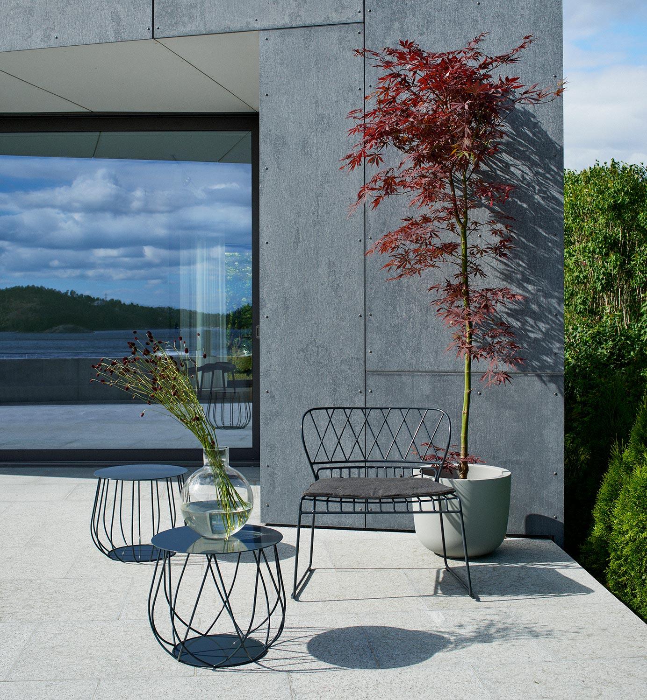 Resö loungefåtölj i svart med tillhörande loungebord från Skargaarden.