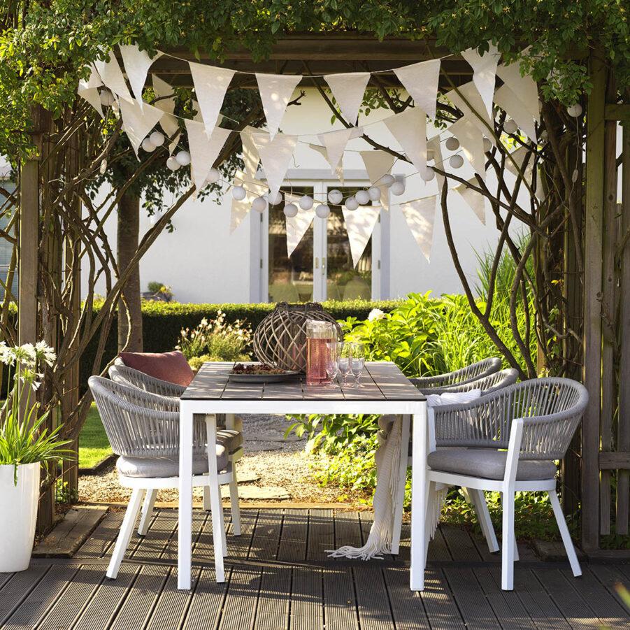 Miljönbild på Sevran karmstolar tillsmmans med Rodez matbord.