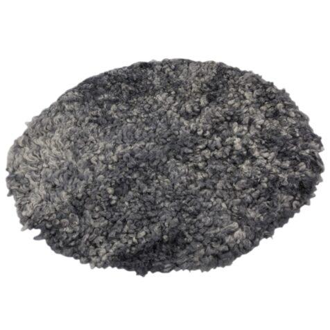 Rondell av fårskinn i grått från Donnia Skinn.