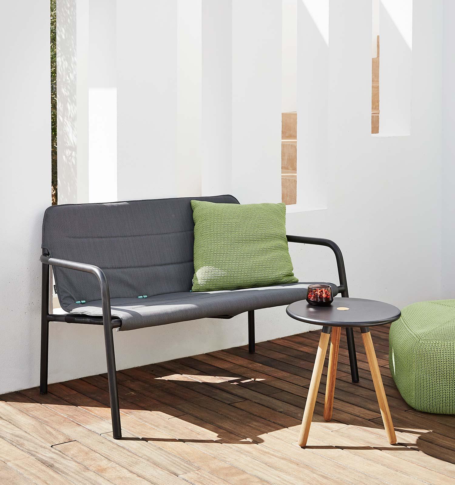 Kapa soffa från Cane-line i grå Cane-line Tex.