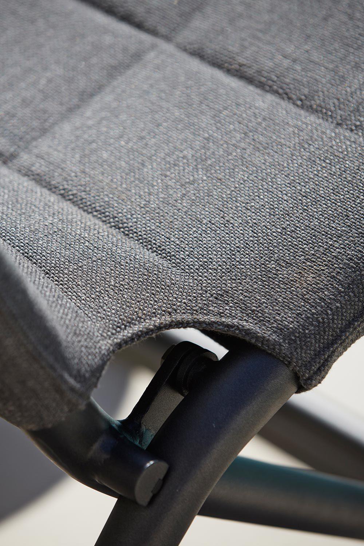 Detaljbild på Traveller fällstol i grå softtouch från Cane-line.