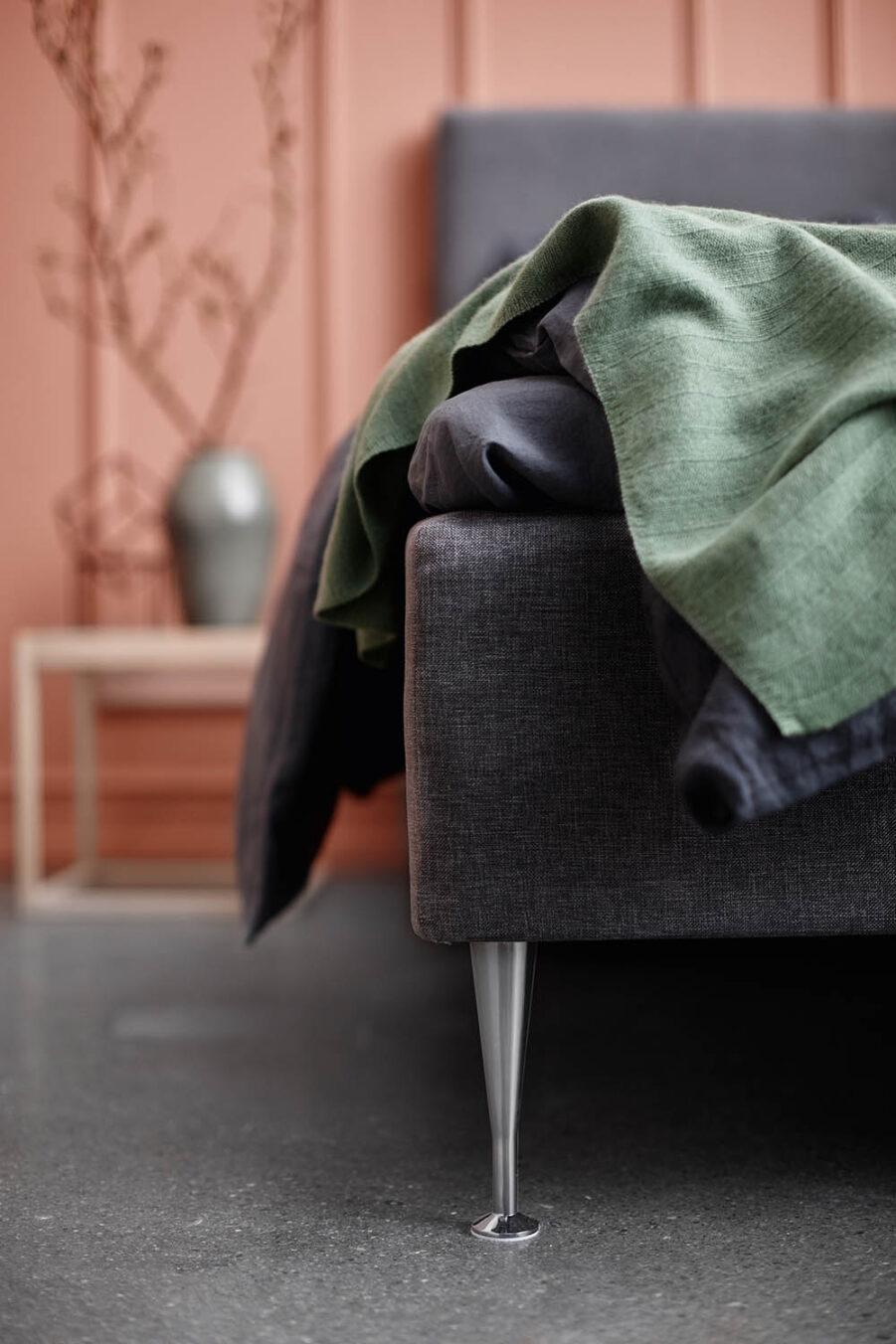 Miljöbild på Design sängben från Ekens.