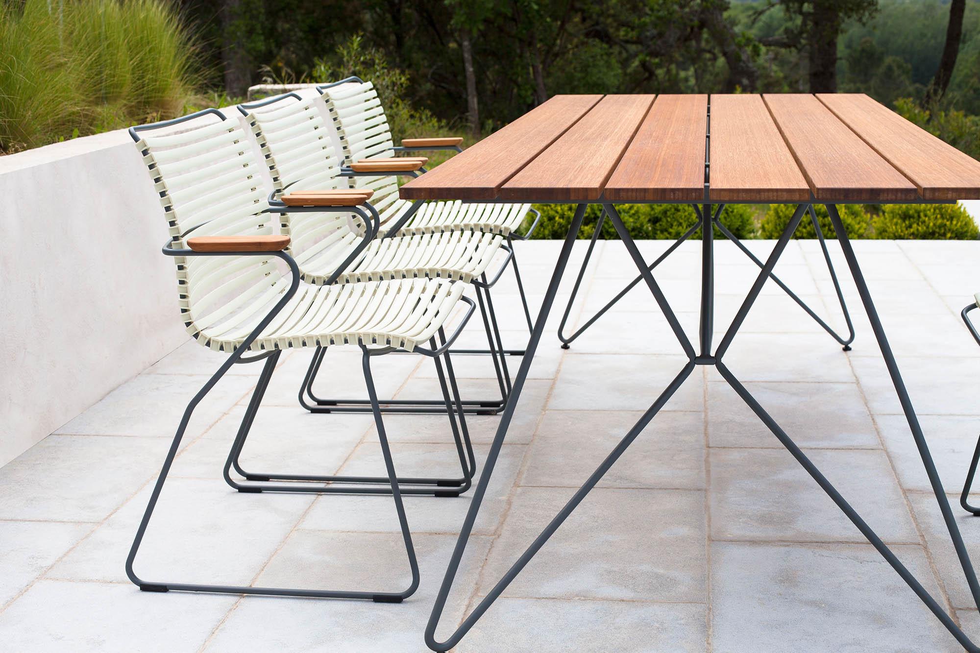 Click karmstol i vitt med Sketch matbord.
