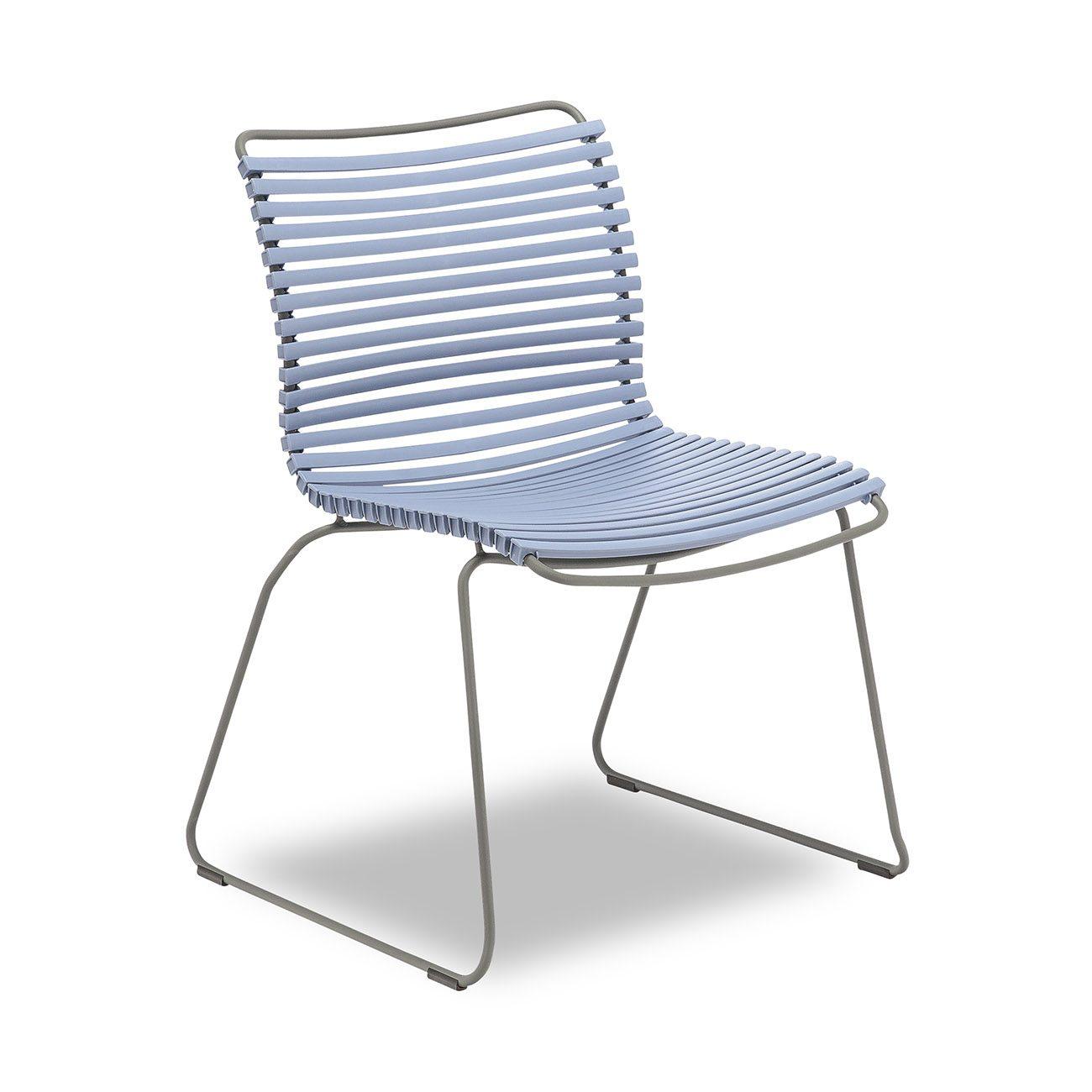 På bild ser ni en duvblå click matstol från Houe.