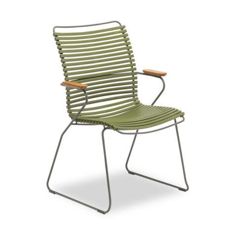På bild ser ni Houes olivgröna click karmstol med högt ryggstöd.