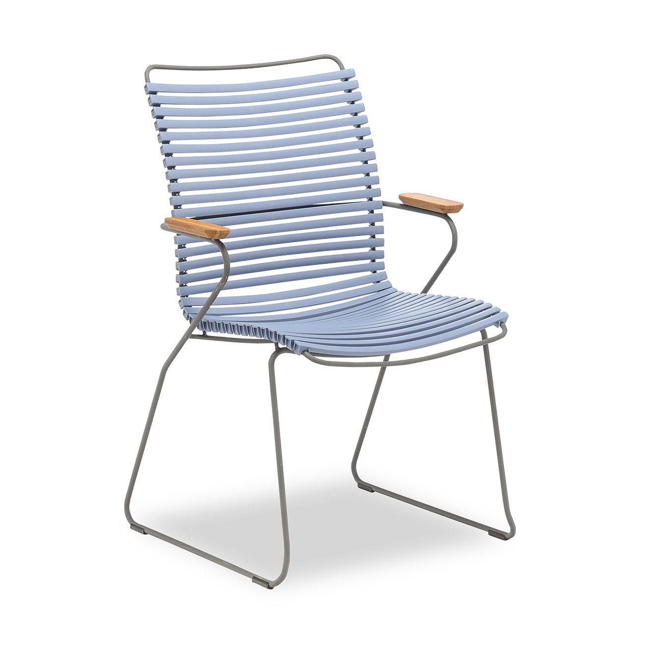 Click karmstol med hög rygg från Houe i färgen duvblå.