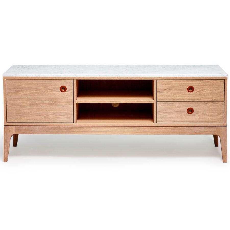 Höllviken TV-bänk i vitpigmenterad ek med marmorskiva.