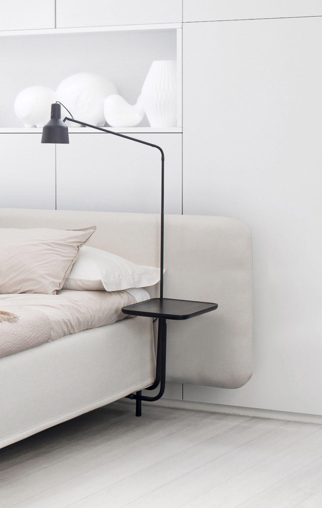 Add-On sängbord tillsammans med en lampa från Jensen.