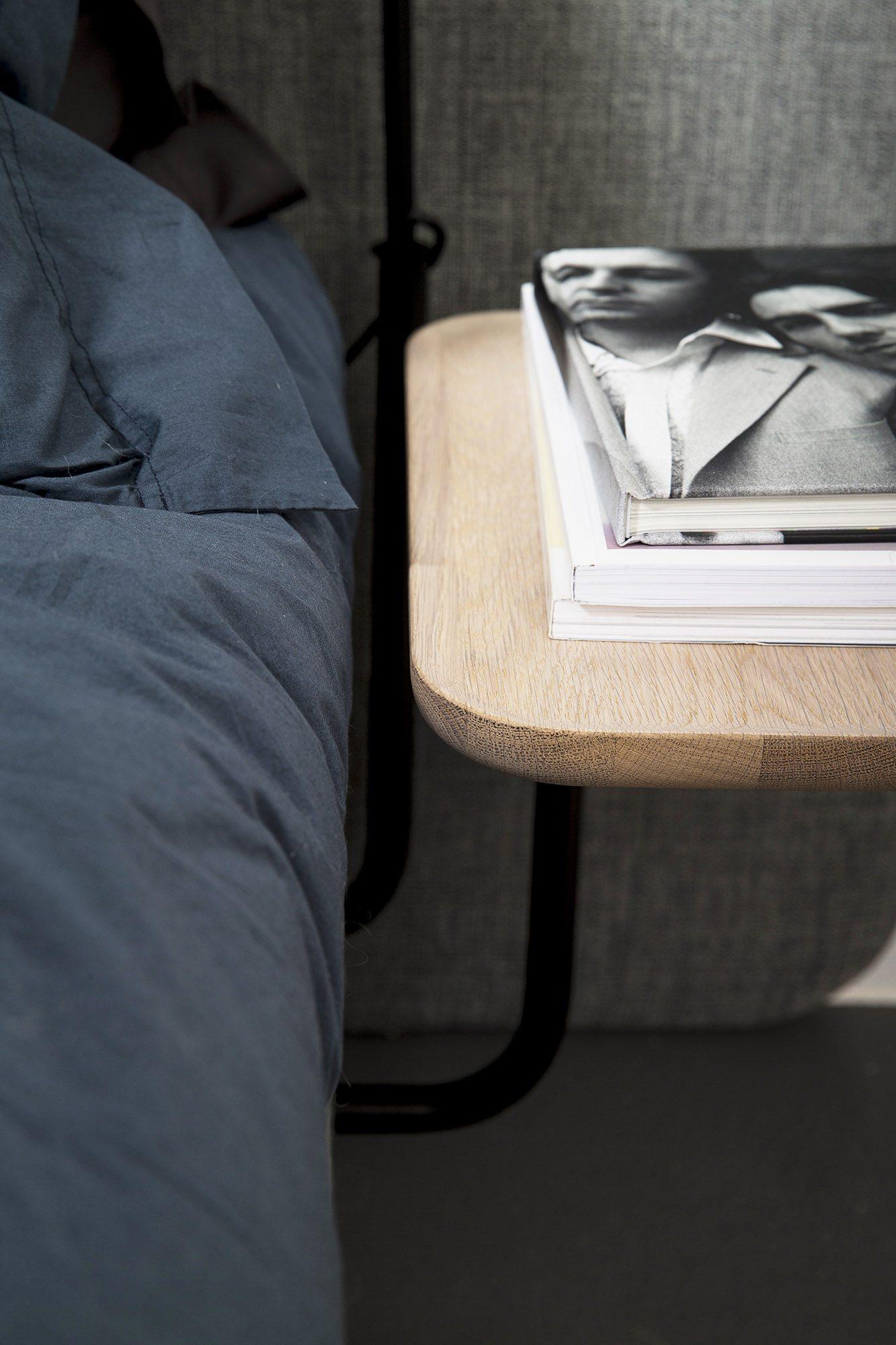 Närbild på Add-On sängbord i oljad ek.