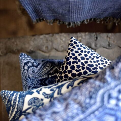 Tygprover för Artwoods specialsydda textilprodukter.
