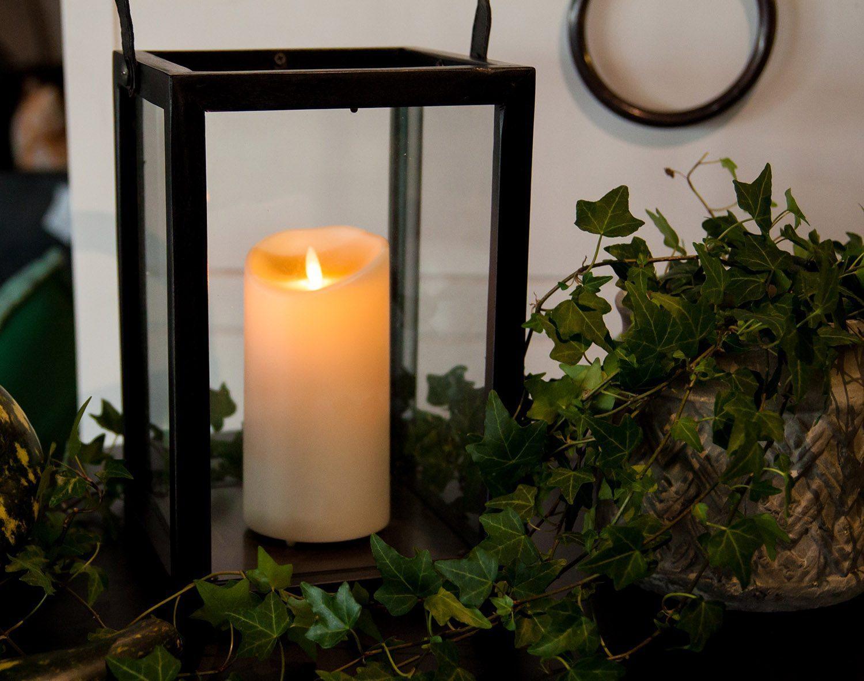 Miljöbild av en svart ljuslykta från Artwood i Java Oak.