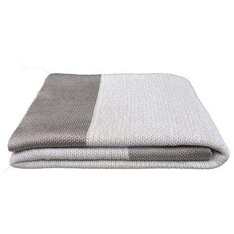 Stay warm pläd från Cane-line i färgen Dusty White.