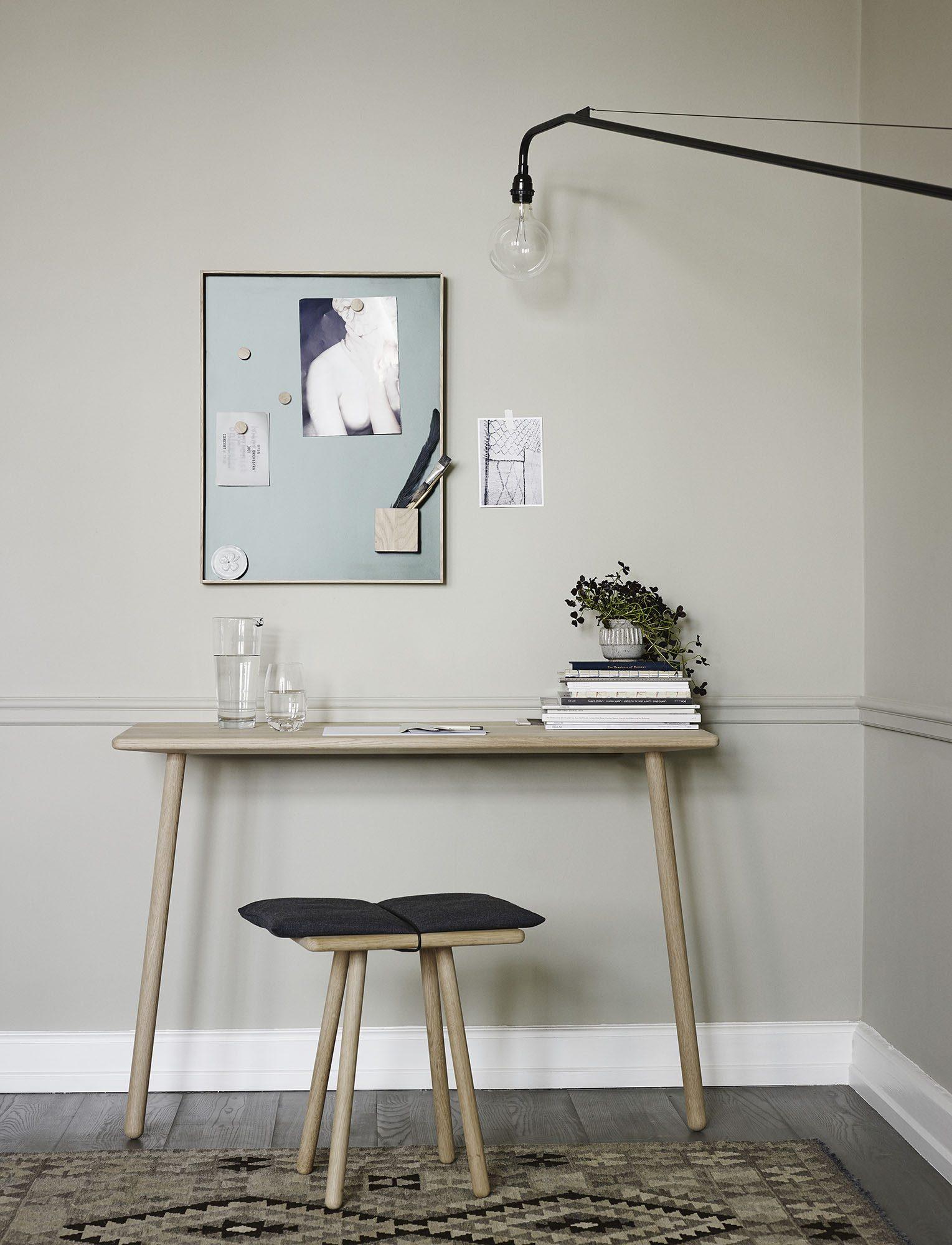 Miljöbild av Georg skrivbord i svart från Skagerak