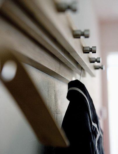 Närbild av Cutter hängare 72cm i teak från Skagerak