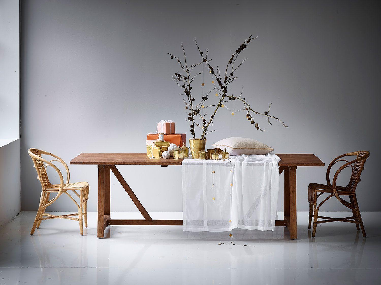 Lucas matbord i återvunnen teak tillsammans med Wengler stol från Sika Design.